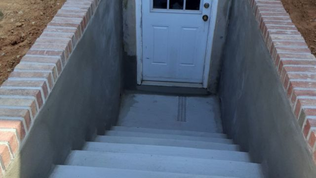Concrete Steps and Wall with Back Door Entryway, Vienna Virginia - Wright's Concrete